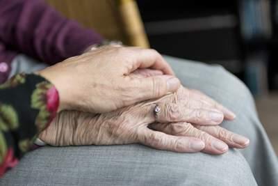 Kako lahko z metodo EFT pomagamo nemočnim - moja zgodba o tapkanju s teto